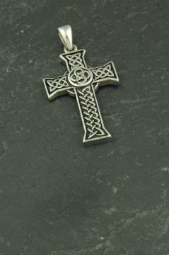 Kreuz mit Knotenmuster, Halsketten Anhänger aus Edelstahl