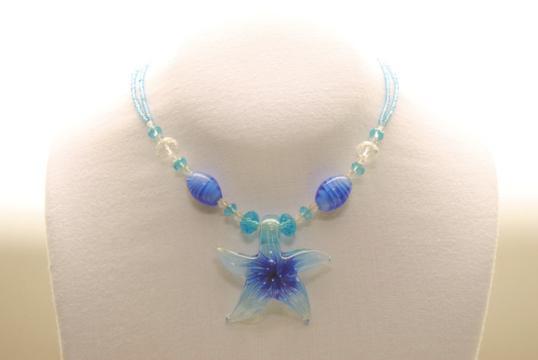 Perlenkette aus Glas mit Muranoglas Seestern Anhänger in blau