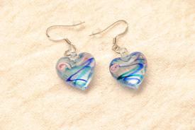 Ohrringe aus Glas im Murano-Stil - blau/türkis - Ohrhänger Herz Form