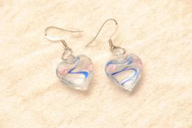 Ohrringe aus Glas im Murano-Stil - blau/weiss - Ohrhänger Herz Form