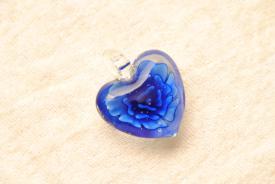 Schmuck aus Muranoglas - dunkelblau - Herz Anhänger mit Rose