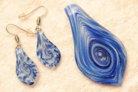 Schmuck Set aus Glas blau Anhänger und Ohrhänger